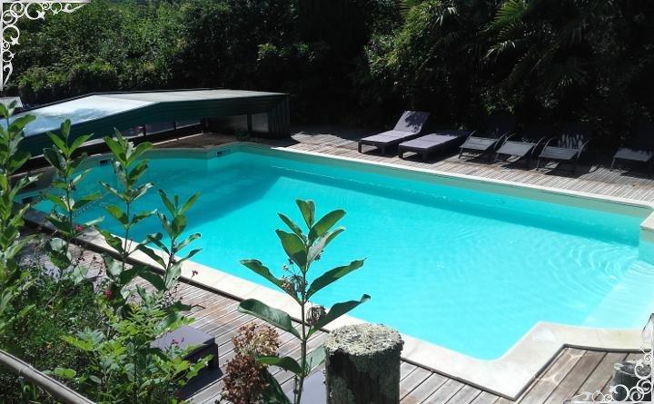 Piscine, jacuzzi chauffé à 29° (juin à septembre) pour vos séances de relaxation et bien-être